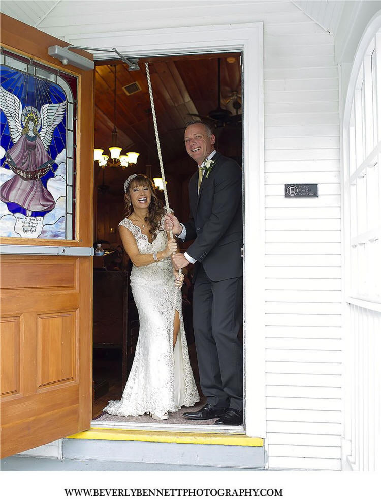 Wedding couple rig Chapel bell